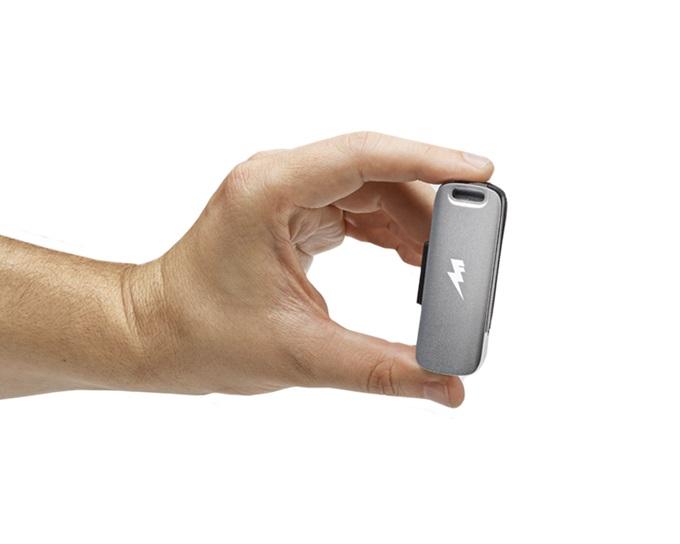 非常時に乾電池が使える小容量モバイルバッテリ「SideKick」--USBメモリ機能も